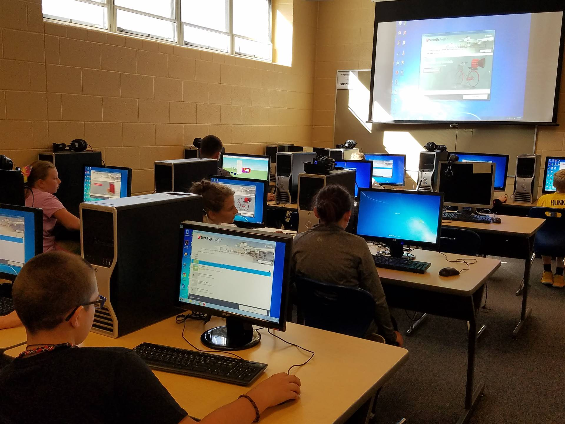Students working on 3D imaging in Mr. Lesnansky's Computer Class