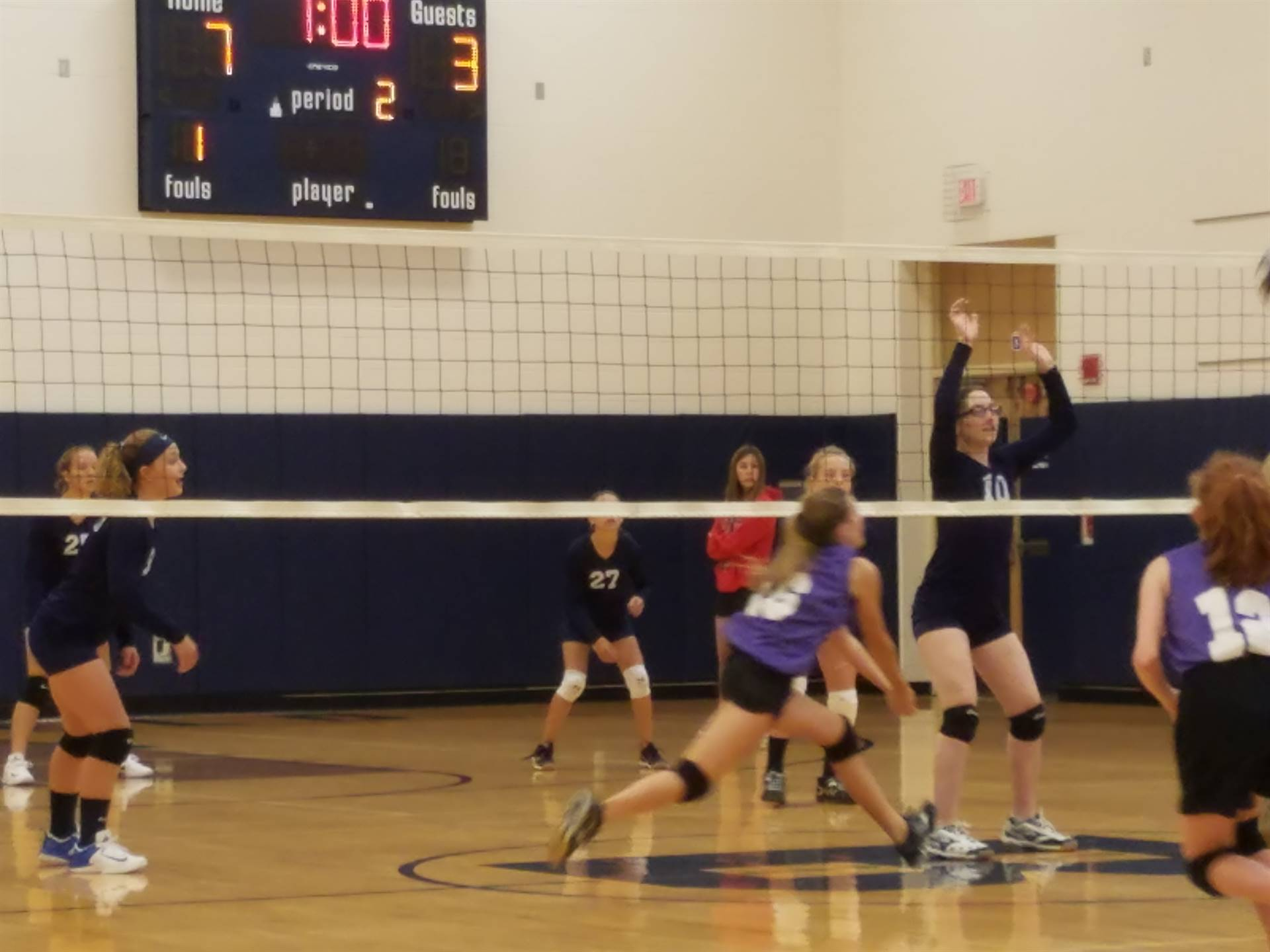 8th Grade Volleyball defeated Heartland 2-0