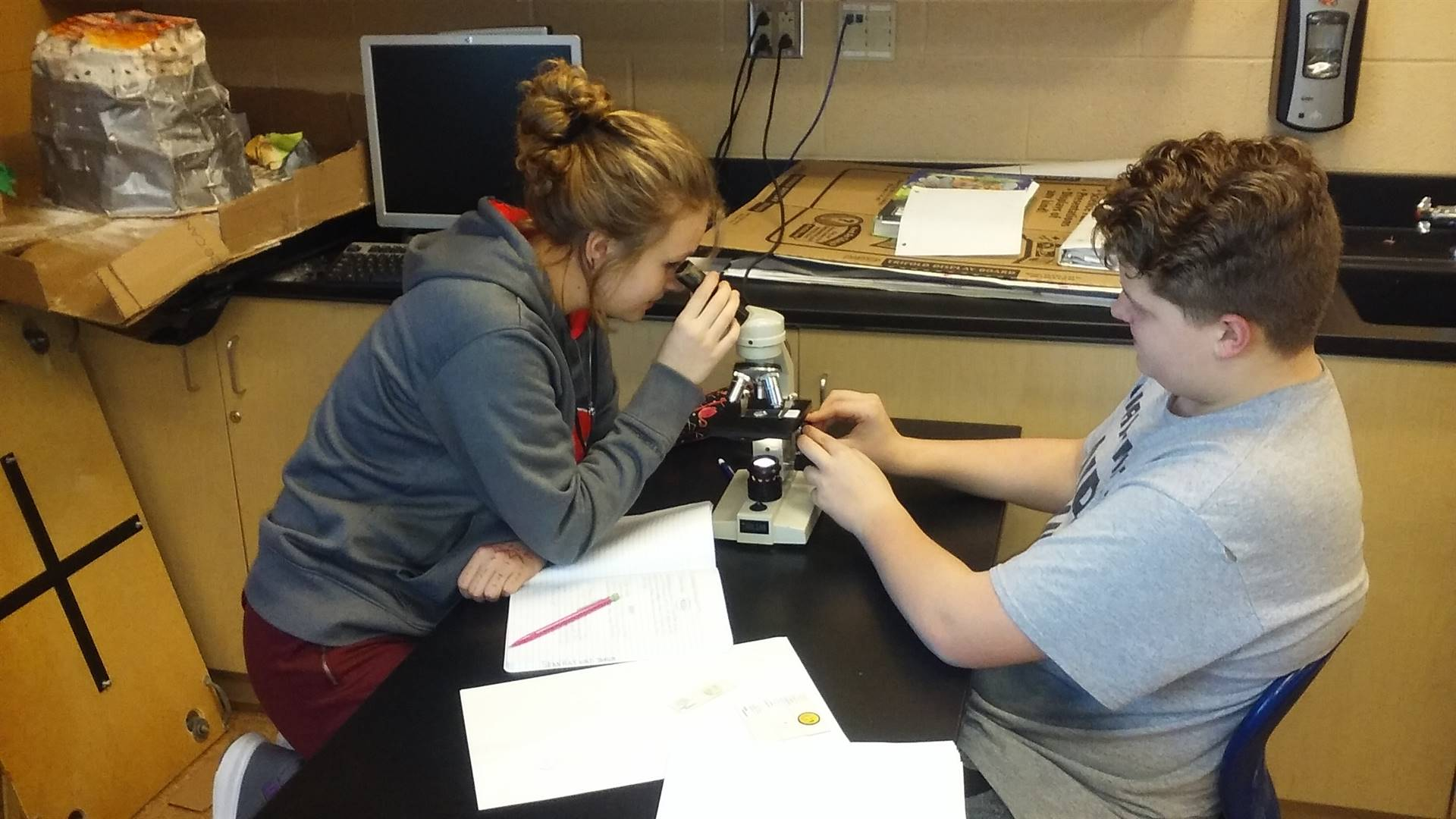 8th Grade Science - Studying Cell Structure