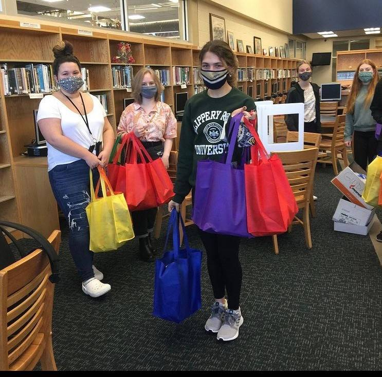 BHS Interact Club Prepares Bags to Support Team Rich